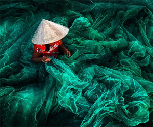 Vietnamese fishing net weaver