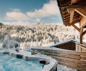 More Mountain: outdoor hot tub